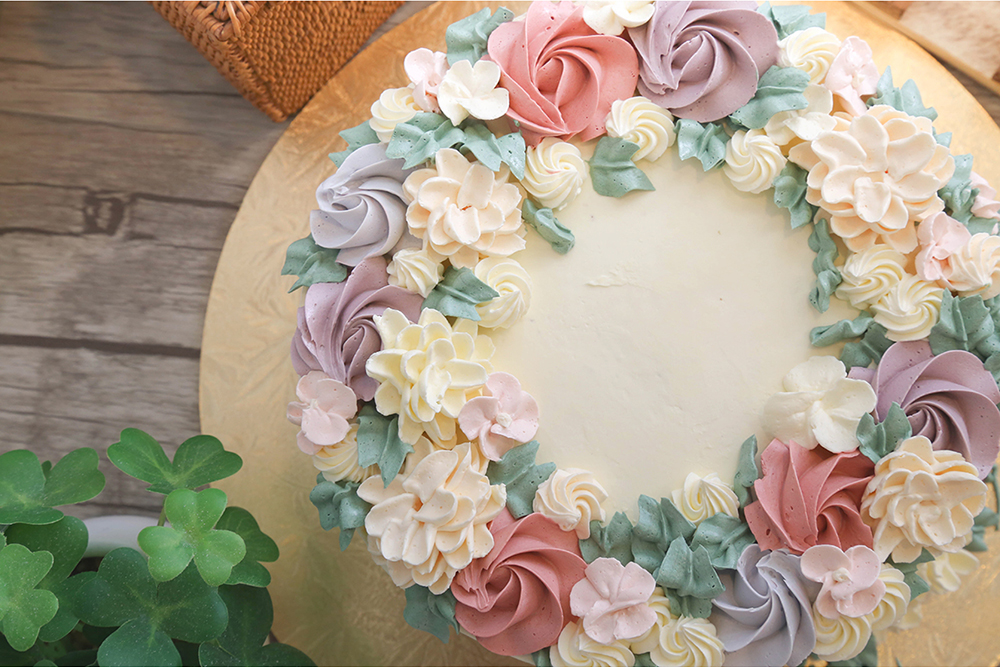 Cake Decorating With Buttercream Flowers : Buttercream Flower Wreath Cakes - Cake Style