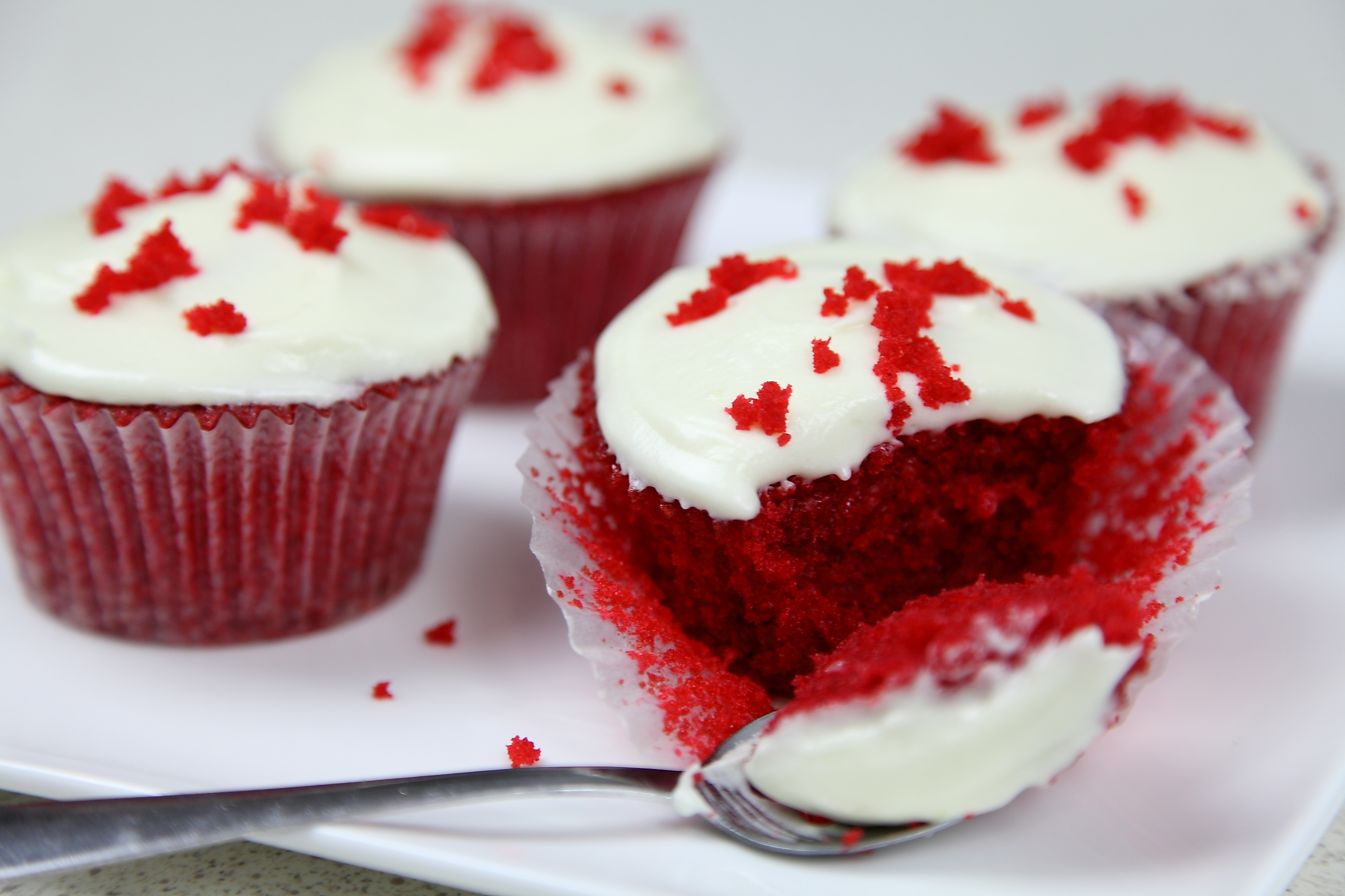Red Velvet Cupcakes with Lemon Cream Cheese Frosting - Cake Style