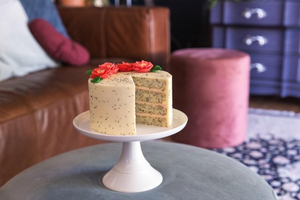 Poppy cake cut