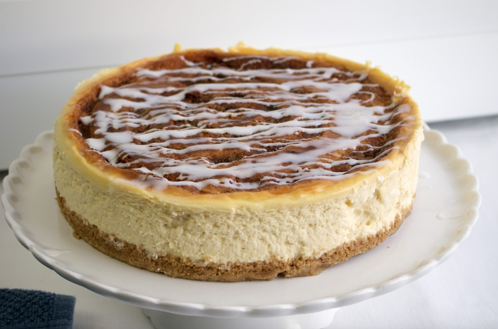 Cinnamon roll cheesecake 1